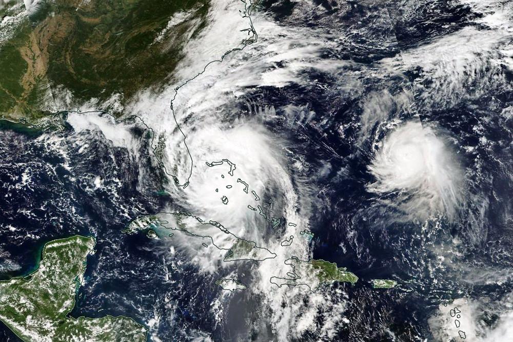 Satelliten-Composit vom 07.10.2016 mit den Hurricanes Matthew (links) und Nicole (Quelle und interaktive Karte: http://go.nasa.gov/2dQYuPW)